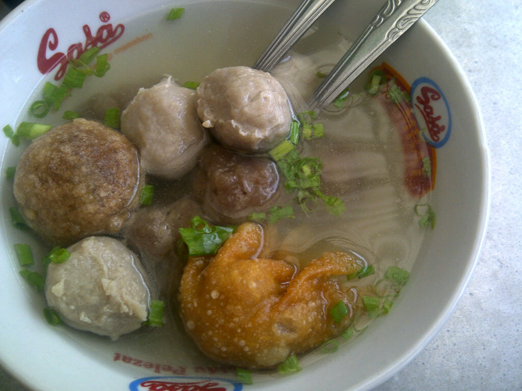 The Lady M Ebook My Food Hunting At Makassar Lombok Kuning Khas Ada Isi Bakwan Bakso Goreng Sagu Sapi