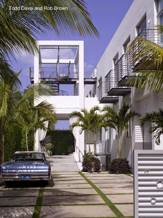Entrada a residencia contemporánea en Miami Beach
