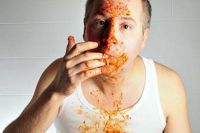 Mulheres fazem homens comerem mais