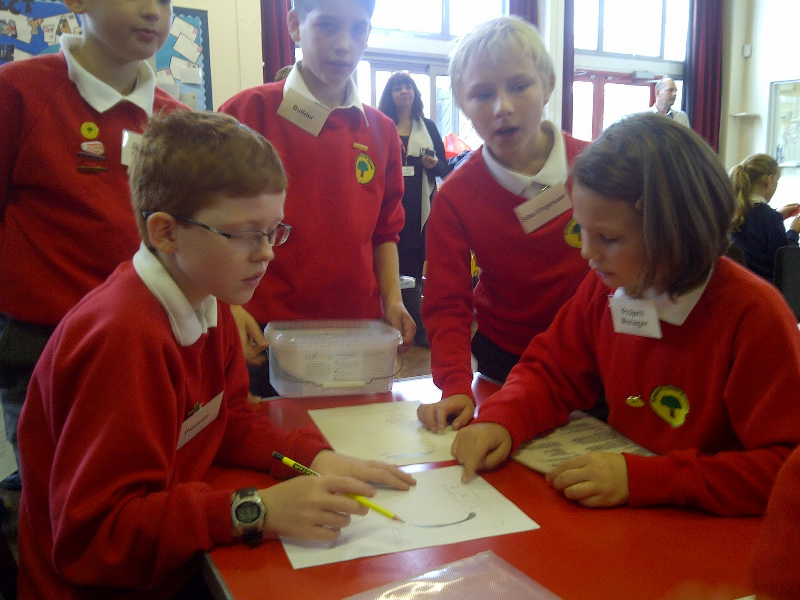 5071e4ee990 A group of year 6 pupils travelled to Westfields Junior school in Yateley  to compete in a tough building challenge. Newport pupils