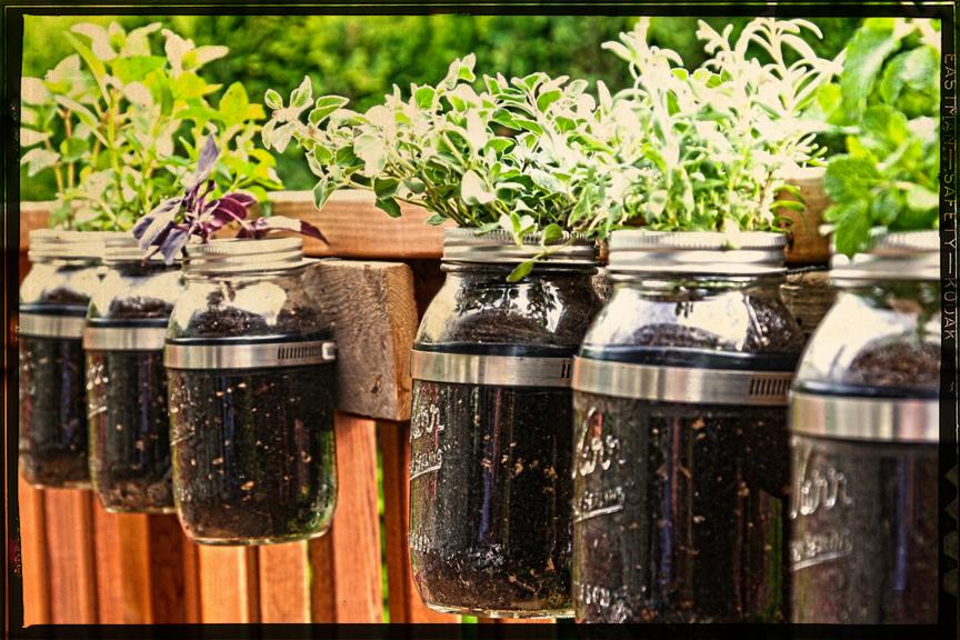 Самодельные горшки с креплениями для растений на балкон / до.
