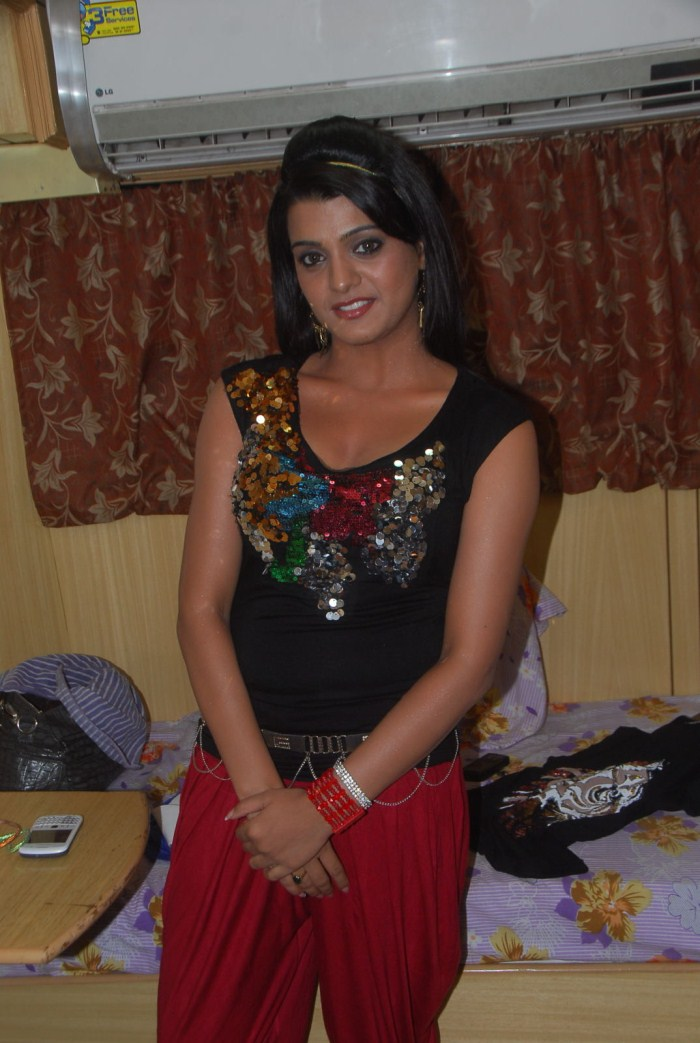Tashu Kaushik Sizzles in Black Top,Red Pant Pics