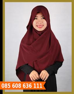 Hijab segi empat untuk wisuda