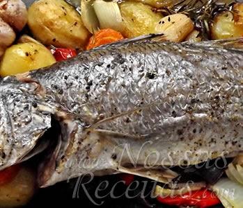 receita de peixe no forno acompanhado com legumes