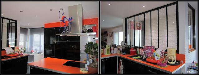 cuisine ikea meubles noirs plan de travail orange verrière armature noire