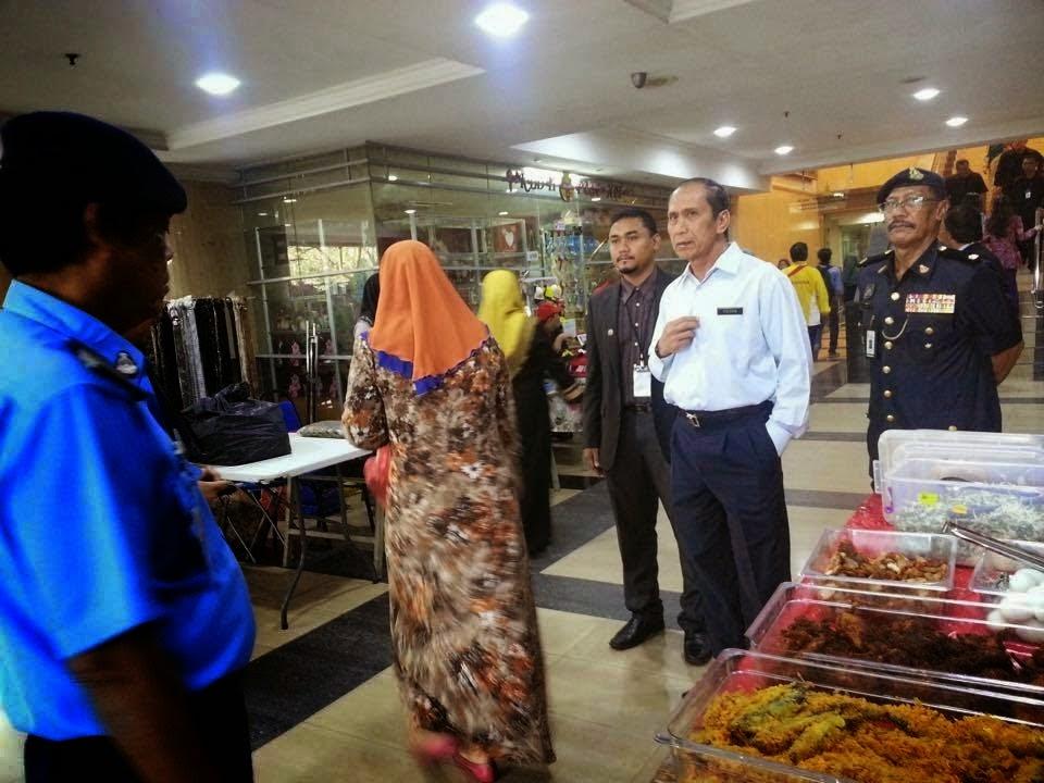 Penjawat awam ditangkap bersarapan dan beli belah waktu kerja
