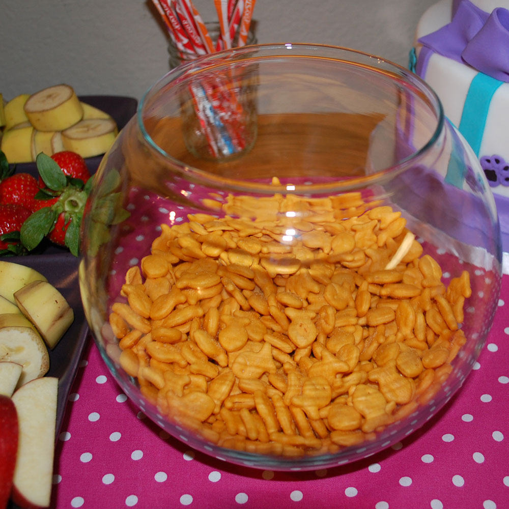 Tangled threads by jen a cat themed 4th birthday party for Fish themed party food