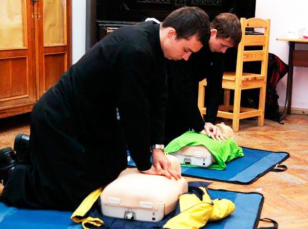 Семинаристов научили оказывать первую помощь в чрезвычайных ситуациях