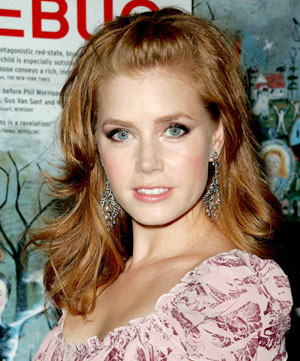 Amy Adams' pinned-back locks enhance the bouncy shape of her layered and seriously shiny hairstyle