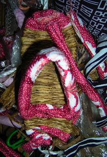 筒縫いの布は竹皮ぞうりに