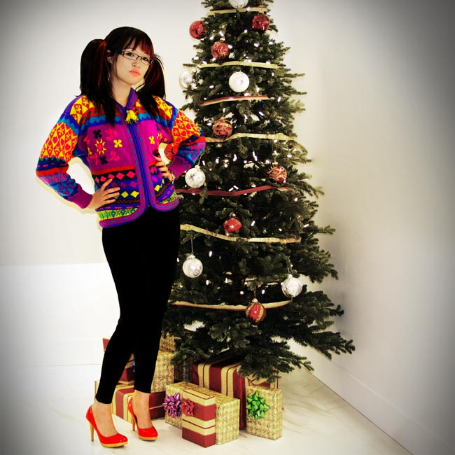 Christmas Tree with presents underneather, Community Thrift and Vintage find, Ulgy Christmas sweater, Red pumps, black pants, Vintage fashion, Thrift Fashion, Street Style, hipster chic