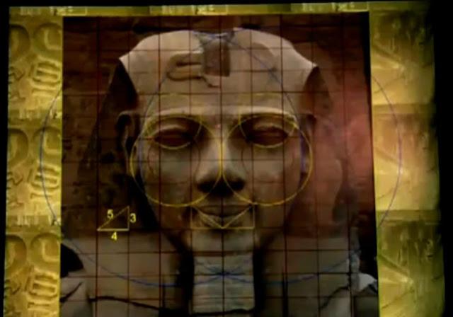 [Image: Patung+Luxor+simetri.jpg]