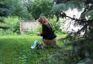 http://www.fenomania.com/2012/05/cewek-nyuri-ayam-di-masukan-ke-anunya.html