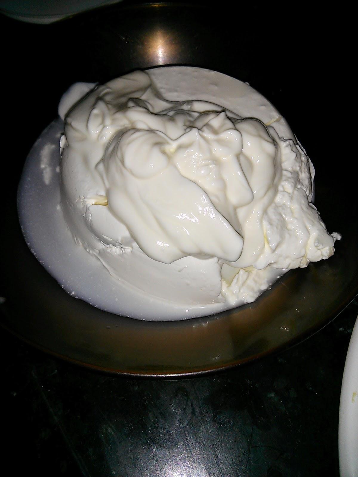 Cremoso con mermelada de melocotón