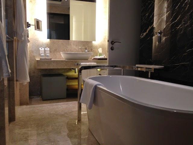 toilette luxus. Black Bedroom Furniture Sets. Home Design Ideas