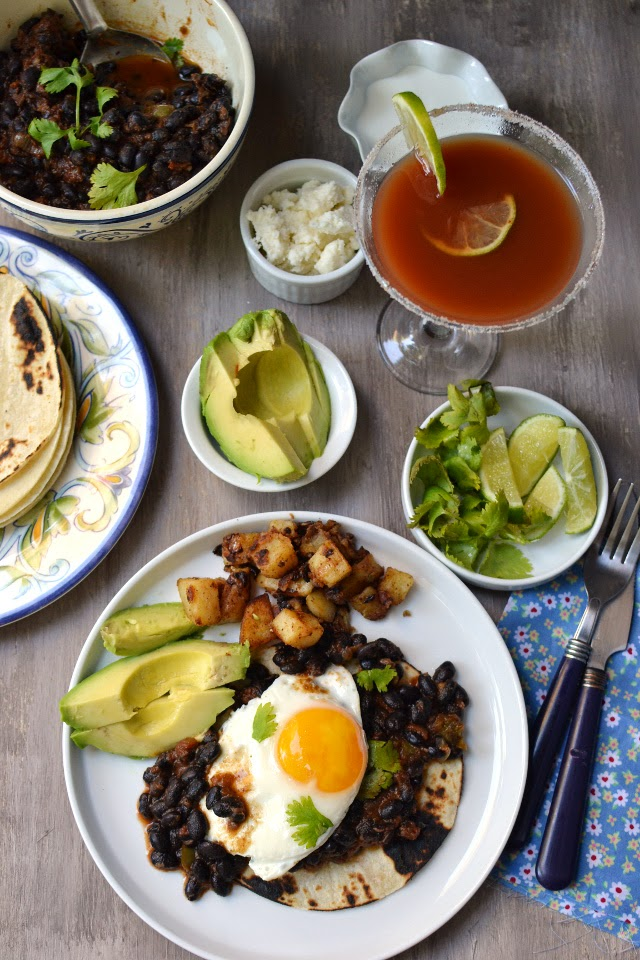 Xalapa (Mexico) -- Vegetarian Mexican Brunch (Huevos Rancheros with Black beans)