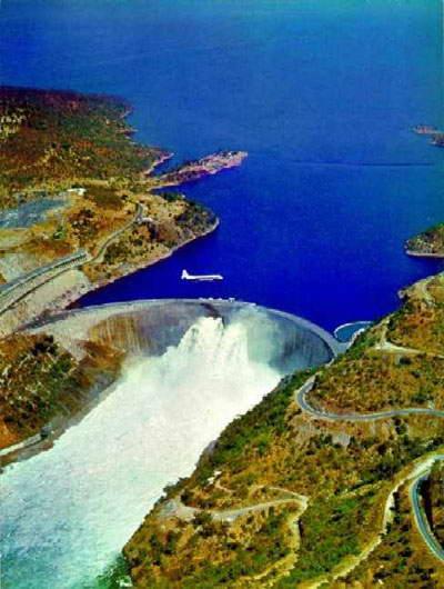 Kariba Dam Lake kariba Reservoir1 10 Bendungan Terbesar di Dunia