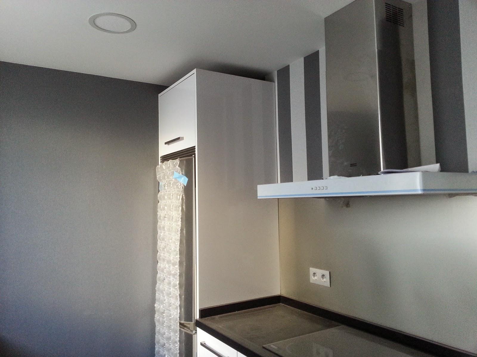 Papeles pintados y decoraciones en general papel cocina for Papel de pared gris