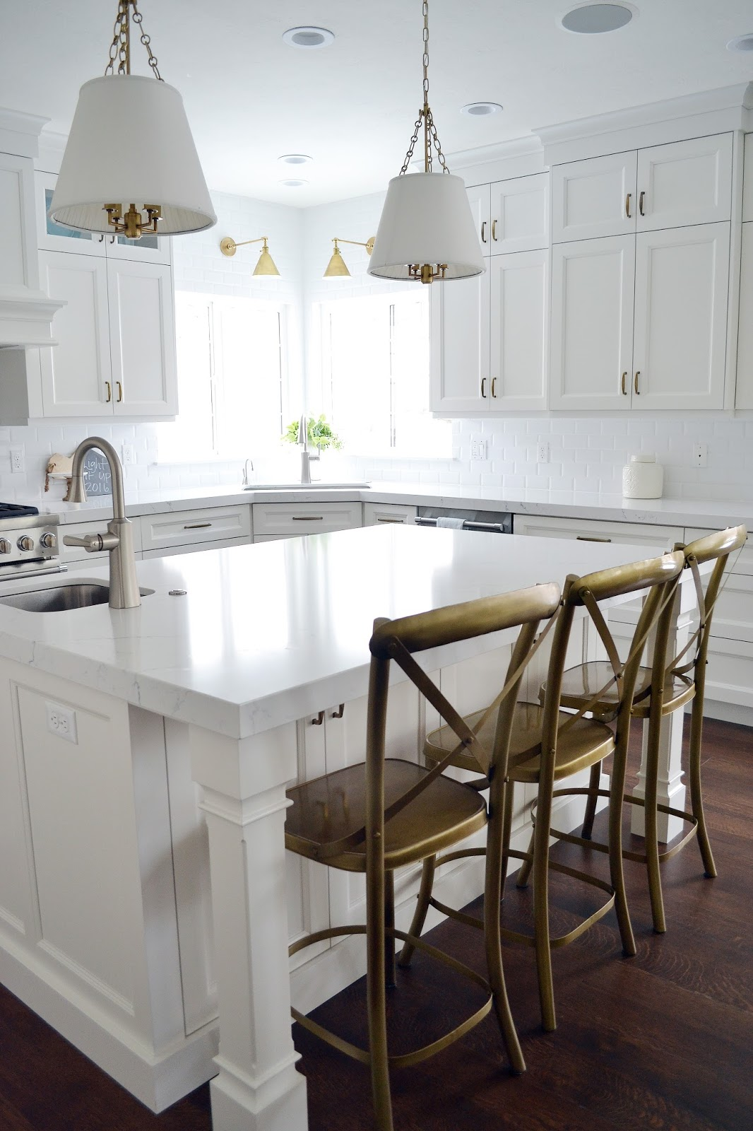 white pictures unlock kitchen hgtv square imagination with for islands ideas from amazing stools chairs and grey strecthces