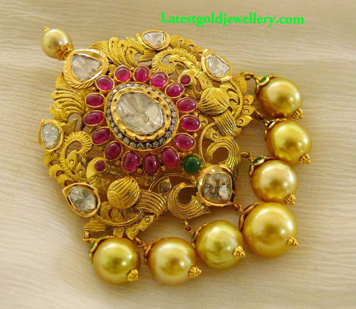 Latest gold pendant latest gold jewellery designs gold pendant designs aloadofball Choice Image