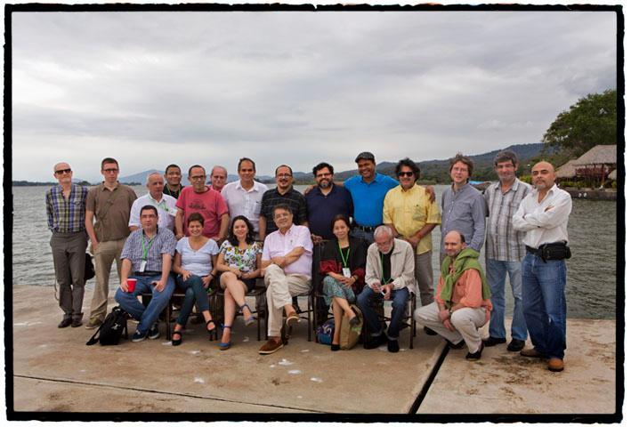 """Participantes en el I Encuentro de Narradores """"Centroamérica cuenta"""". Foto: Daniel Mordzinski."""