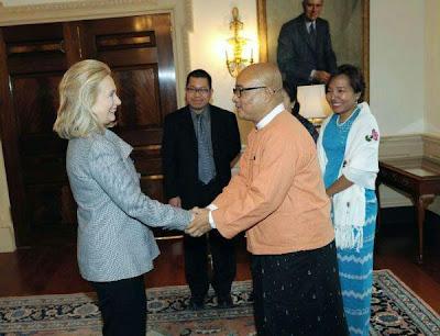 Clinton met with Burmese activists – ကိုုဇာဂနာ၊ ေဒၚေဘာက္ဂ်ာႏွင့္ ေဒၚခင္သန္းျမင့္တိုု႔ ကလင္တန္ႏွင့္ေတြ႔ဆုုံ