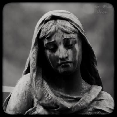 Eine Statue auf dem Fangelsbachfriedhof Stuttgart