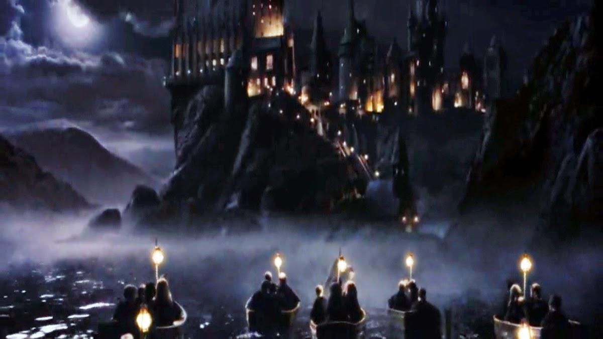 Escola de Magia e Bruxaria de Hogwarts alunos de barco