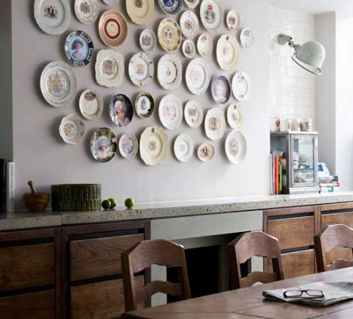 Wall decorating ideas with plates hang on wall for Plates to decorate