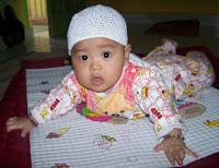 Aqil Ubaidillah sedang mengkurap