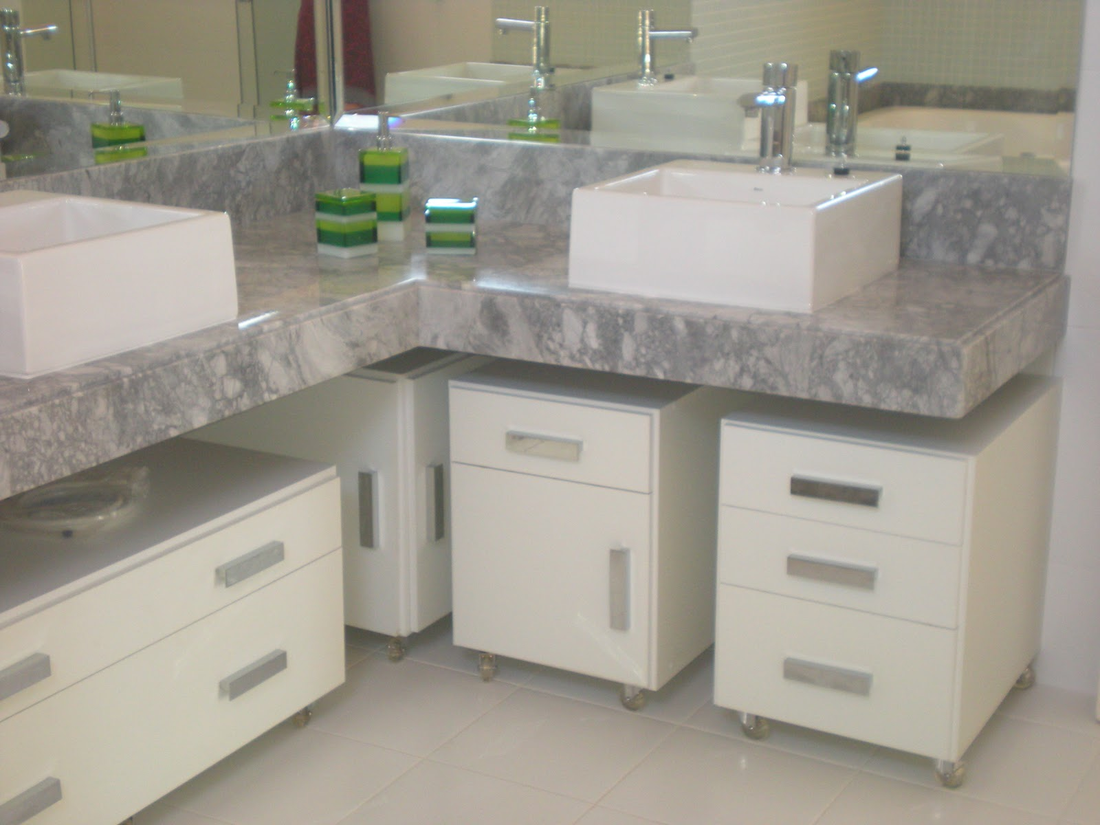 Marmoraria Copacabana: Decore seu banheiro com Mármore e Granito #3E613C 1600 1200