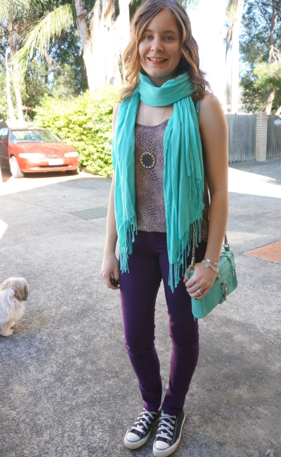 Turquoise scarf and bag purple skinny jeans converse printed tank casual mum outfit