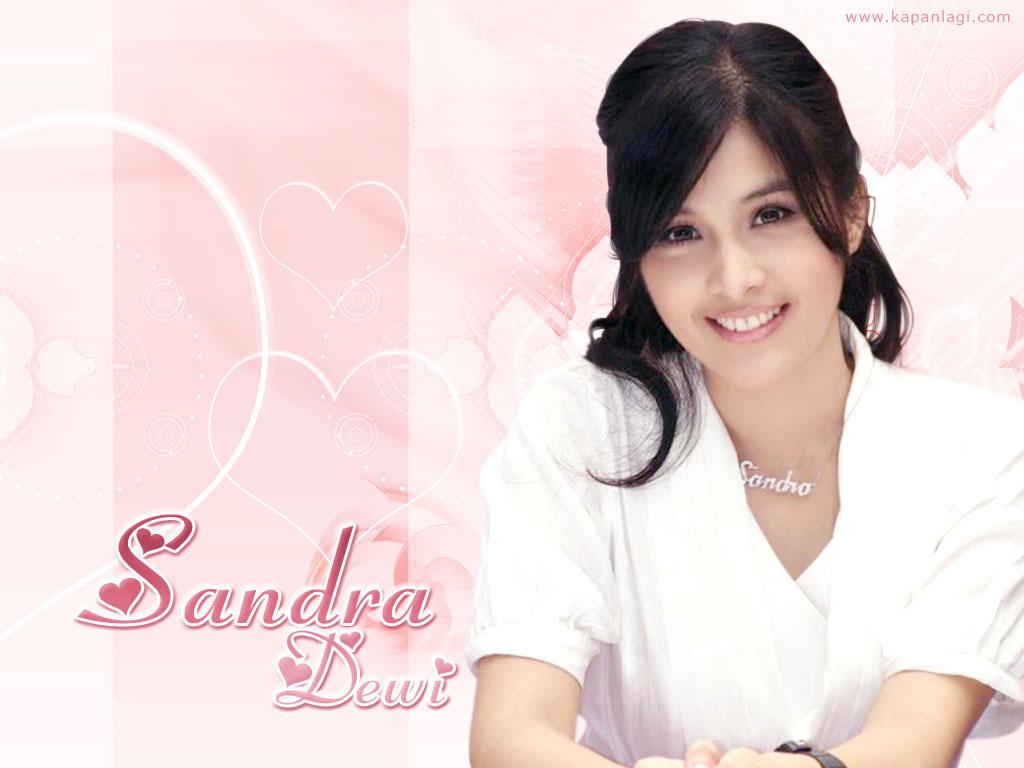http://3.bp.blogspot.com/-DVP8DZyVFXo/Tv7Ilzuas5I/AAAAAAAAEow/ftnTiYdmLDw/s1600/Foto+Sandra+Dewi+Wallpaper.jpg
