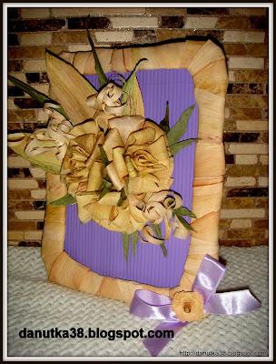ramka,obrazek ,kwiatyz liści