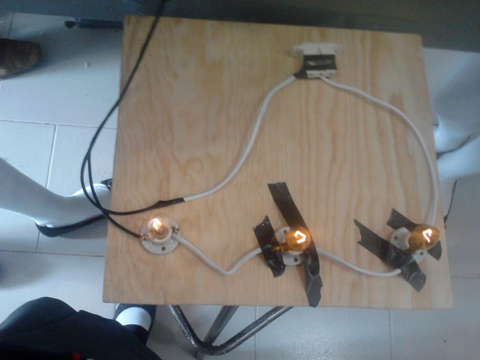 Circuito Electrico En Serie : La física es como el amor. esta presente y no lo observamos