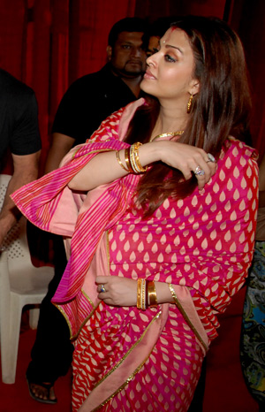 Aishwarya  Baby on Tamil Film News  Actress Aishwarya Rai Baby Shower Photos