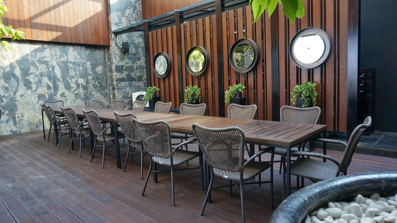 overall sky 36 restaurant is a nice place i wonder how the foods taste like if you had been here please do comment and recommend me some yummy treats - Restaurant Dining Room Furniture