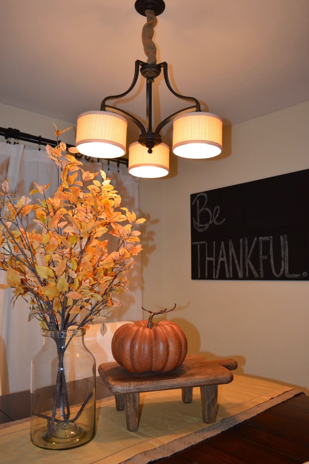 Ashley 39 s nest decorating a dining room for thanksgiving for Dining room decorating ideas for thanksgiving
