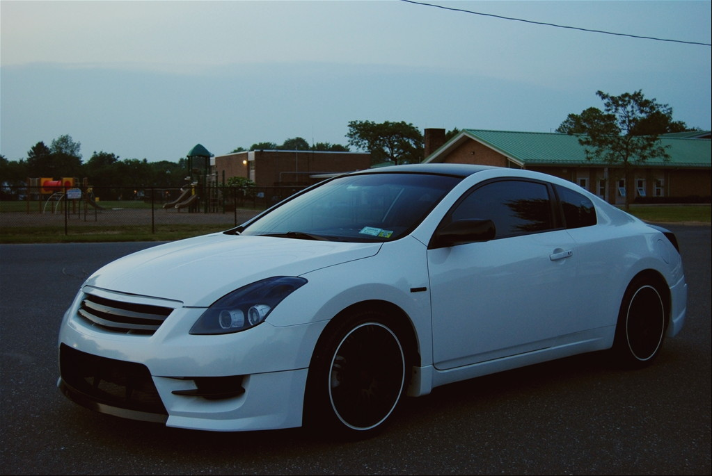 Nissan Altima Coupe japońskie usportowione coupe