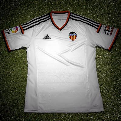 http://3.bp.blogspot.com/-DWbdeAJc80Q/U8UcNwIDGlI/AAAAAAAAT9A/tiURGJiXTTI/s400/Adidas-Valencia-14-15-Home-Kit-1.jpg