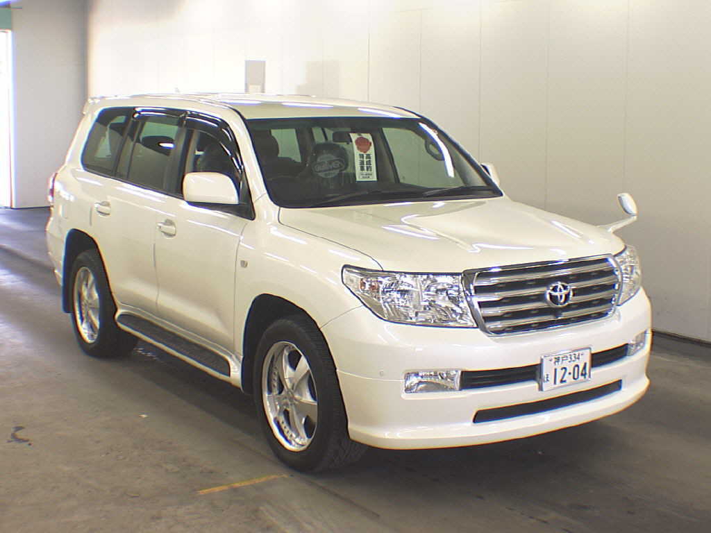 The new toyota land cruiser is redesigned with freshened style and more power in a similar size it has 5 7 cc dohc 32 valves v 8 dual vvti engine that