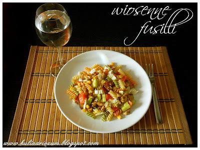 fusilli z warzywami, kurczak z makaronem i warzywami, dietetyczny obiad, kulinariozum