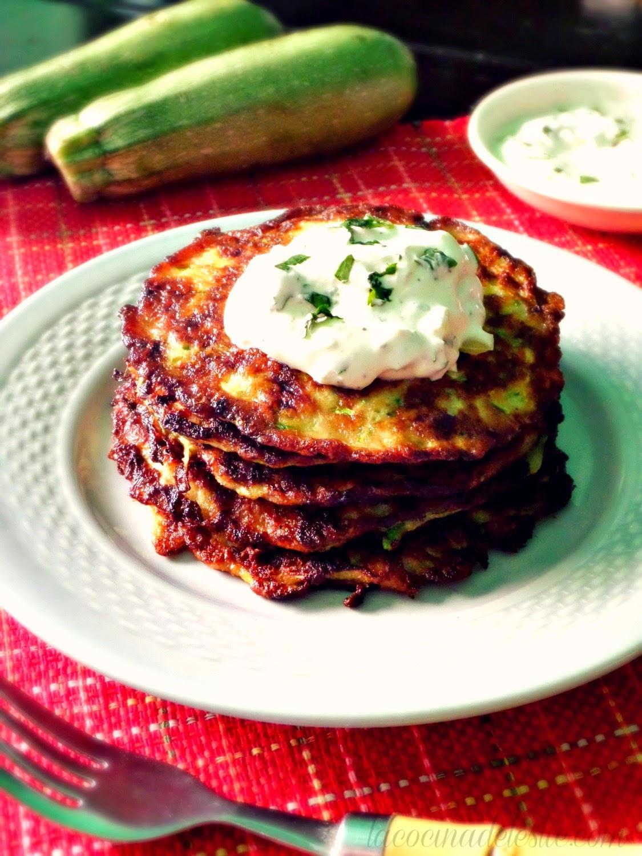Zucchini Latkes (Tortas de Calabacita) - lacocinadeleslie.com