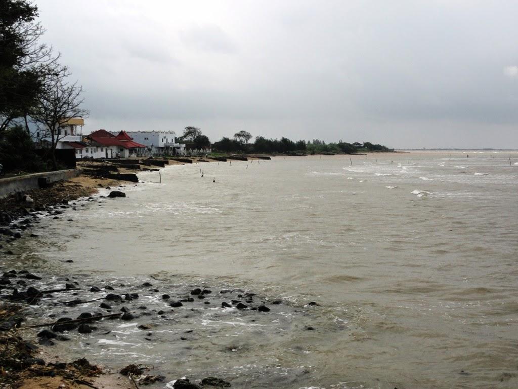 Pantai disepanjang Teluk Awur