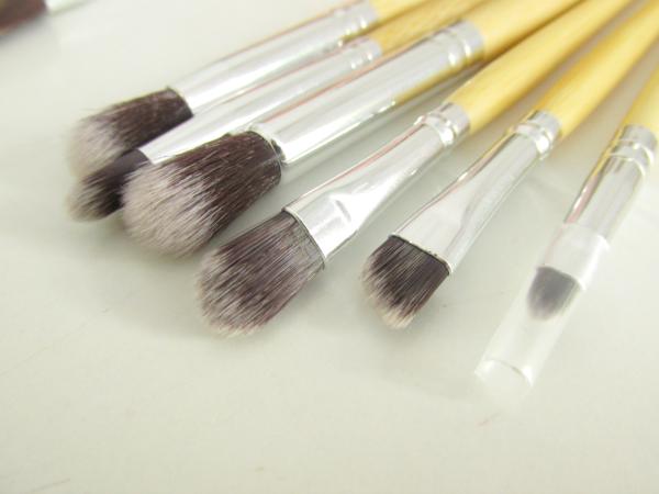 Lenka Kosmetik 11 teiliges Bambus Makeup Pinsel Set: kleiner Blender Pinsel, Lidschatten Pinsel, großer Blender Pinsel, Concealer Pinsel, Augenbrauen Pinsel (auch geeignet für Eyeliner durch die abgeschrägte Form), Lippen Pinsel
