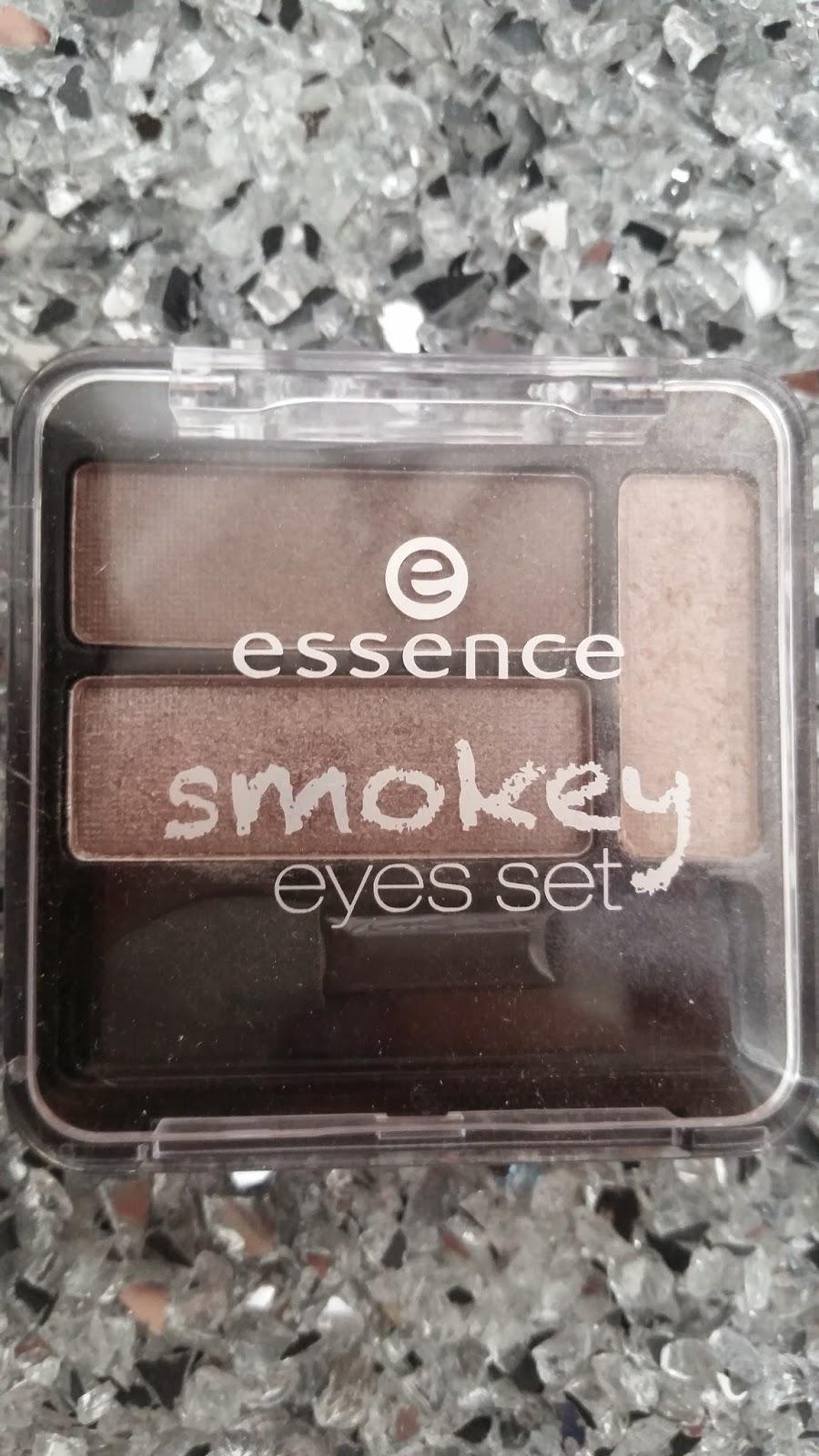 Essence - Smokey Eyes Set - www.annitschkasblog.de