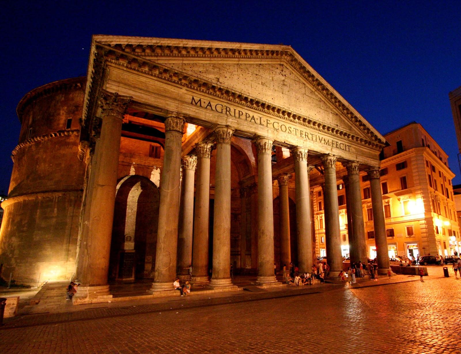 Il Pantheon di notte