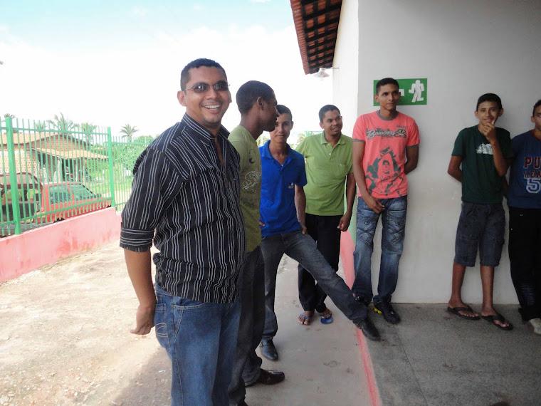 A equipe de motorista que prestam serviço a U. E. hilton Leite.Bergr, Renan, Deleon e Edicarlo