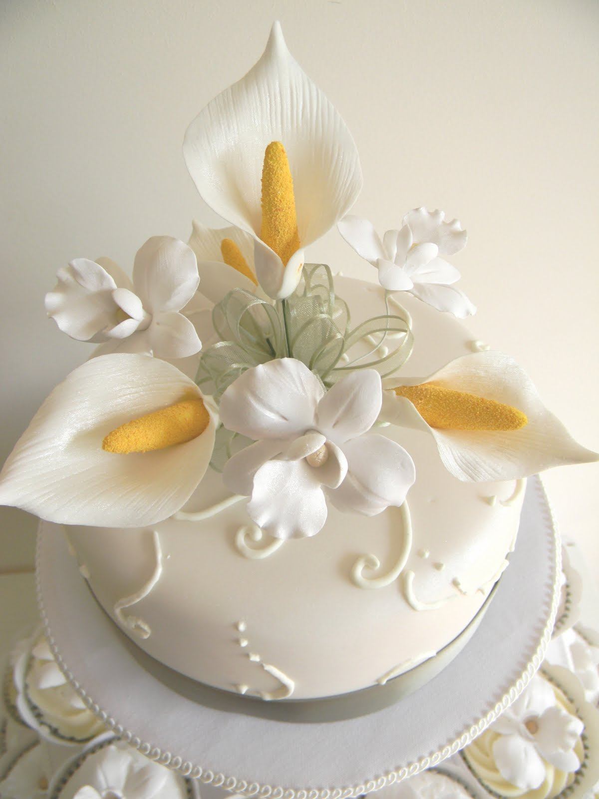 Just call me Martha: Celia & Istvan\'s wedding cake & cupcakes