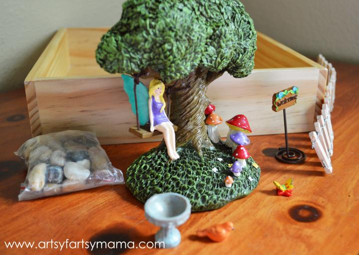 DIY Fairy Garden at artsyfartsymama.com #fairy #garden #kidscraft